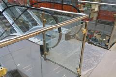 Barandilla inox 304 brillante con pinzas para cristal y decoracion en bronce