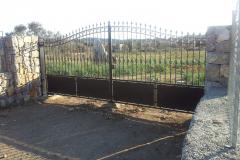 Barrera batiente 2 hojas acero al carbono con automatismos soterrados