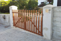 Barrera Batiente 2 hojas acero galvanizado acabado color marron RAL