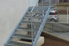 Escalera entrada en acero galvanizado acabado gris
