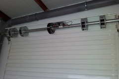 Puerta enrollable acero galvanizado lacada blanco con automatismo