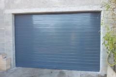 Puerta enrollable acero galvanizado lacada gris RAL 7016 con automatismo