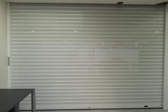 Puerta enrollable aluminio microperforado lacada blanco