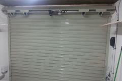 Puerta enrollable aluminio lacado RAL con automatismo